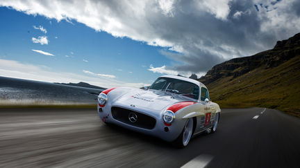 Mercedes  benz 300 SL running