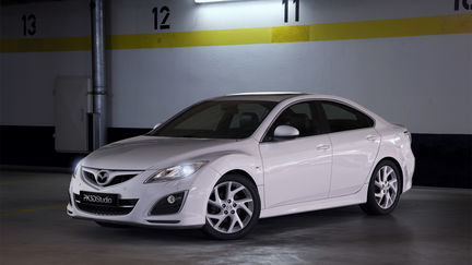 Mazda 6 - parking lot